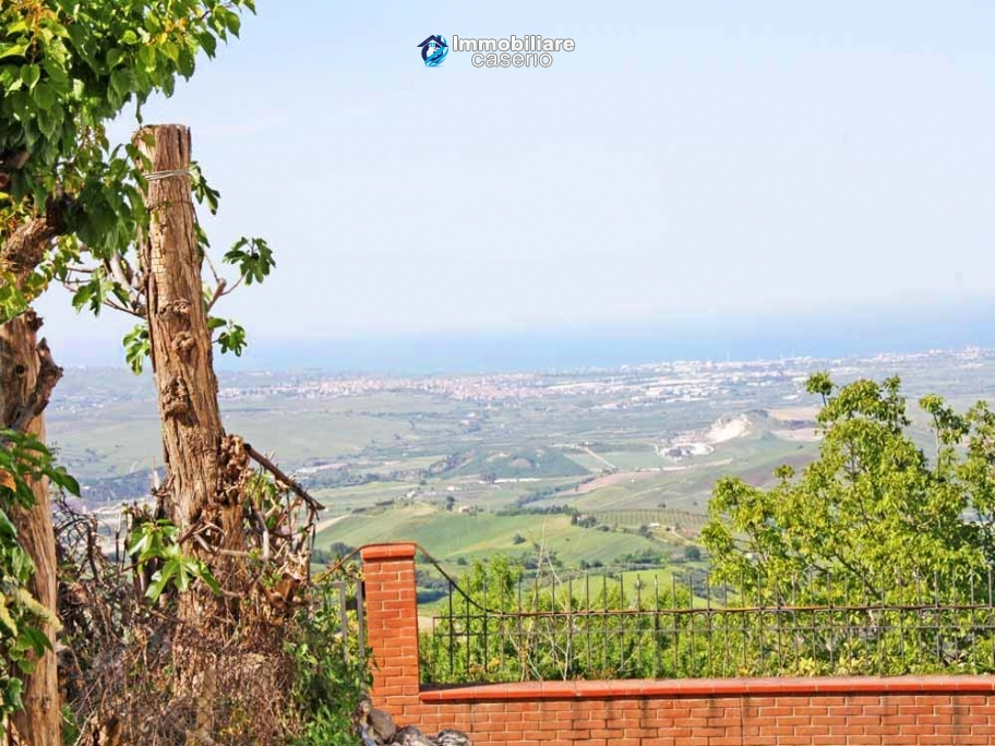 Buying a house with garden and sea view for sale in Molise, village Mafalda
