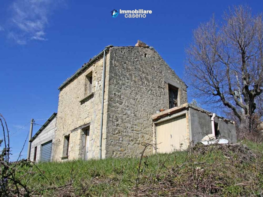 Country stonehouse with land for sale in Guilmi