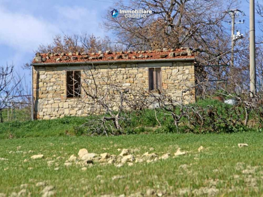 Stone cottage with land for sale in Guilmi, Abruzzo