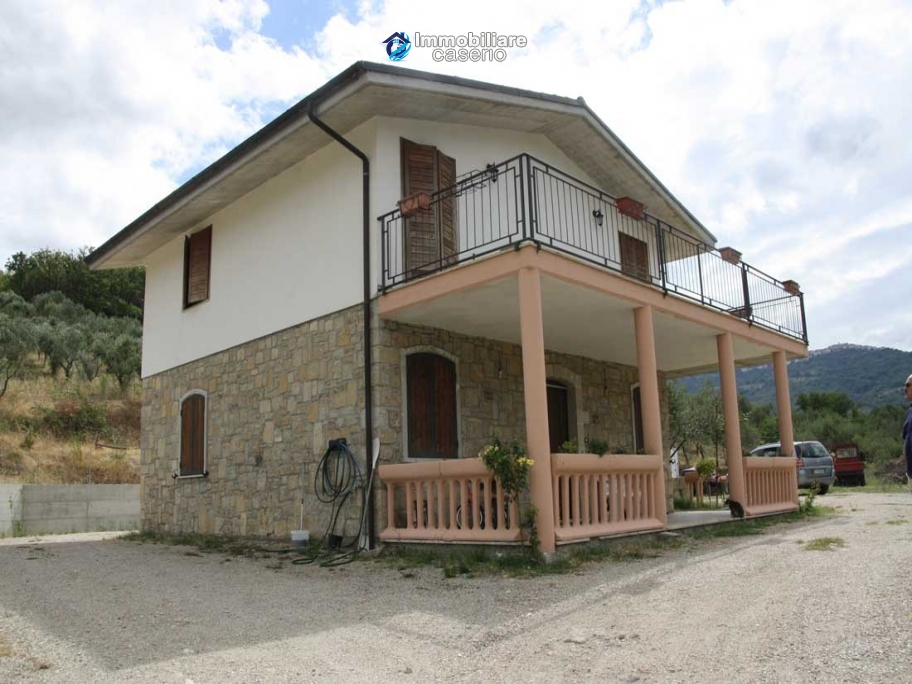 Stone villa habitable for sale in Roccavivara, Campobasso, Molise, Italy