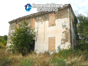 Farmhouse to renovate with 10 acres for sale in Carpineto Sinello, Abruzzo 2