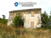 Farmhouse to renovate with 10 acres for sale in Carpineto Sinello, Abruzzo 3