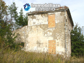Farmhouse to renovate with 10 acres for sale in Carpineto Sinello, Abruzzo 4