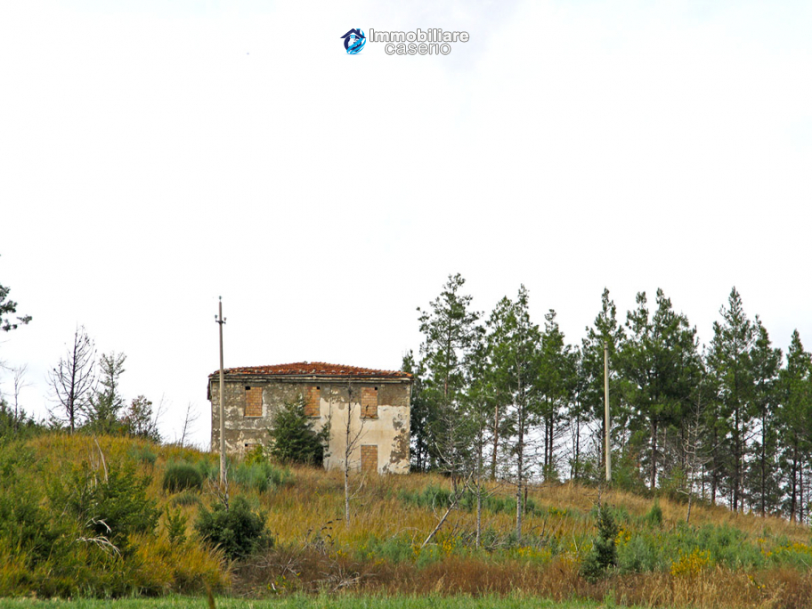 Farmhouse to renovate with 10 acres for sale in Carpineto Sinello, Abruzzo