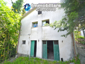 Country house surrounded by greenery with hilly views for sale in Molise 1