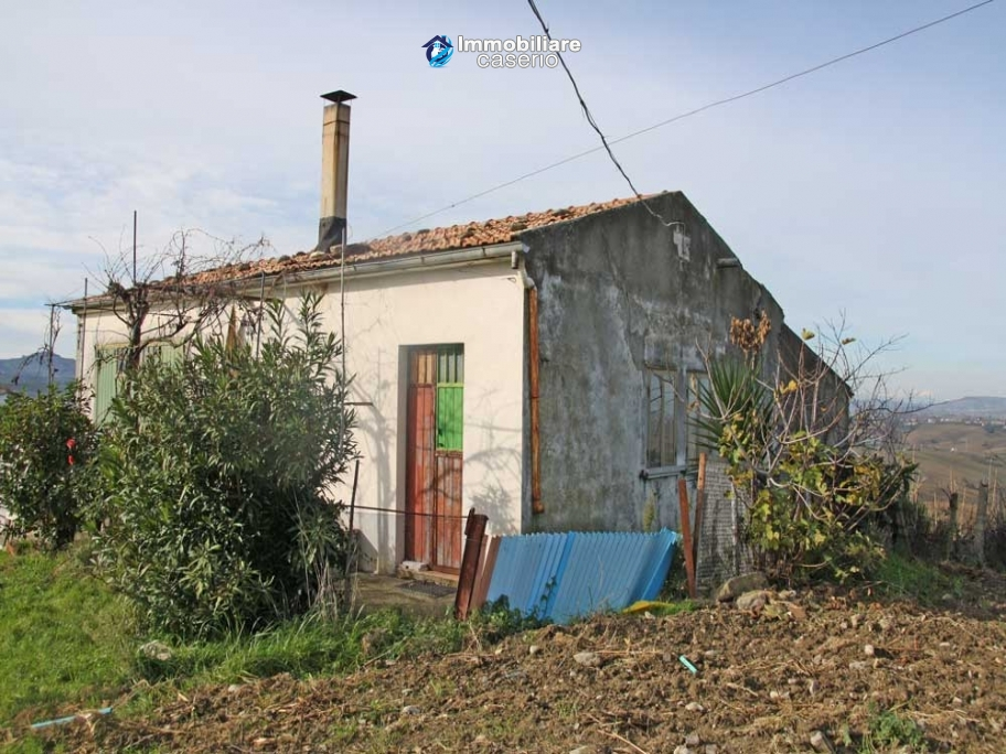 Country house with land in Montenero di Bisaccia