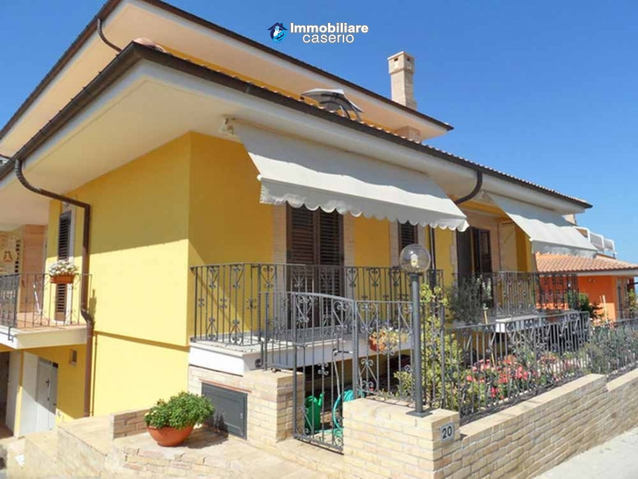 Villa with garden for sale in Termoli, Campobasso, Molise