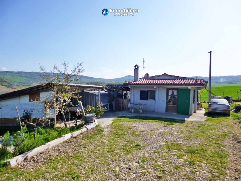 Country house for sale with land in Montenero di Bisaccia, Campobasso, Molise