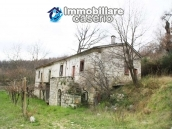 Stone country house with land for sale in Schiavi di Abruzzo, Italy 1