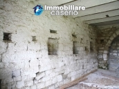 Stone country house with land for sale in Schiavi di Abruzzo, Italy 13