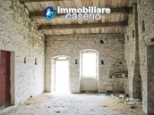 Stone country house with land for sale in Schiavi di Abruzzo, Italy 14