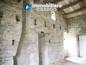 Stone country house with land for sale in Schiavi di Abruzzo, Italy 16