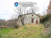 Stone country house with land for sale in Schiavi di Abruzzo, Italy 2
