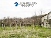 Stone country house with land for sale in Schiavi di Abruzzo, Italy 3