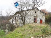 Stone country house with land for sale in Schiavi di Abruzzo, Italy 5