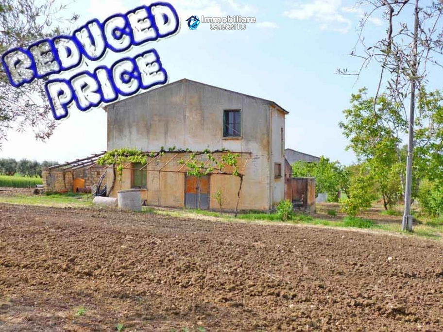 Country house for sale with land in Marina di Chieuti, Foggia, Puglia
