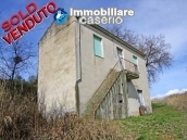 Country house with land and olivetrees in Mafalda, Campobasso, Molise 1