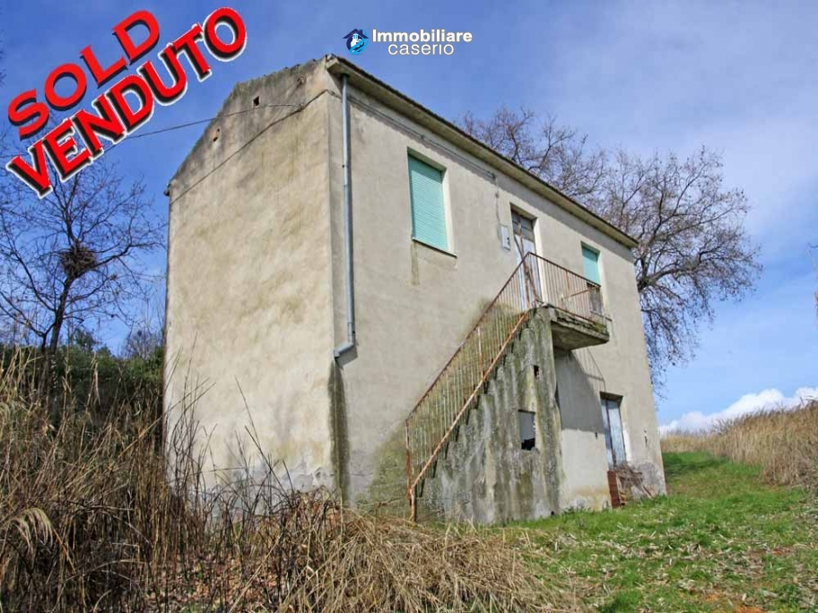 Country house with land and olivetrees in Mafalda, Campobasso, Molise