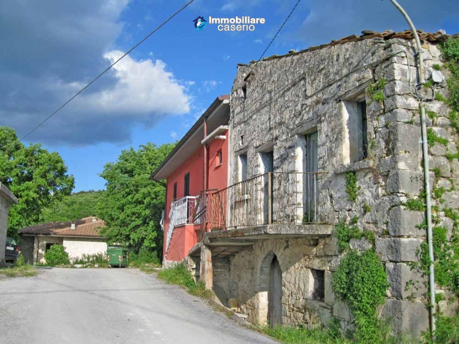 Stone cottage to restore for sale in Isernia, Molise, Italy