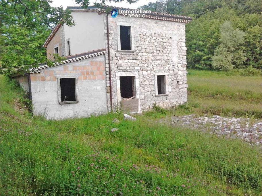 Stone cottage for sale to restore in Molise