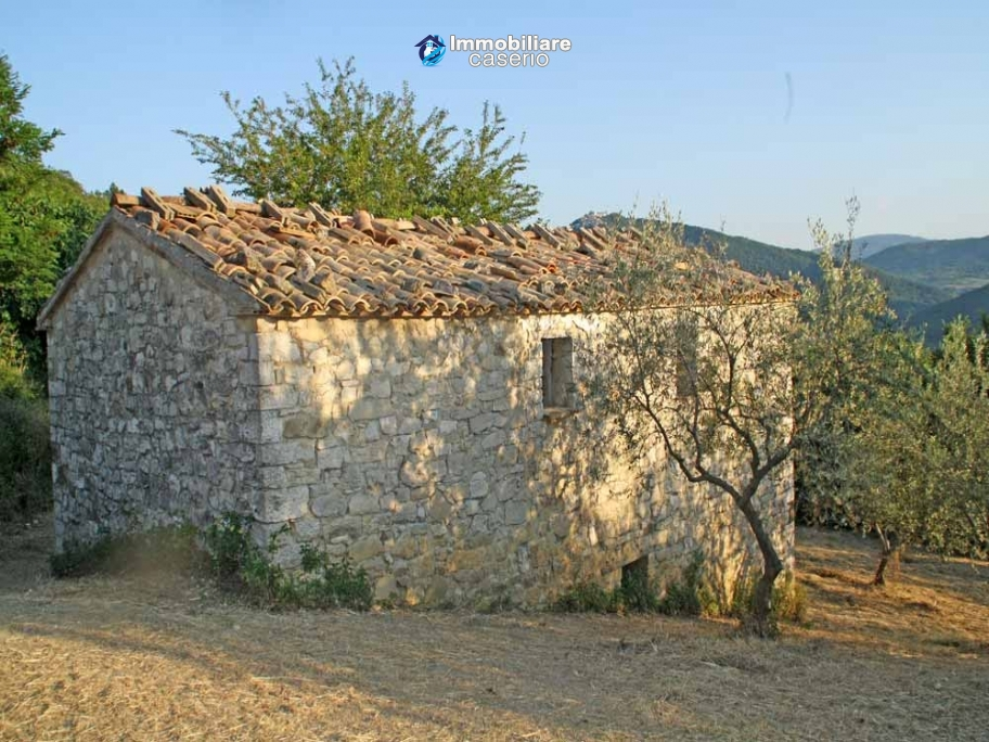 Stone house for sale in wonderful location in Abruzzo's hills