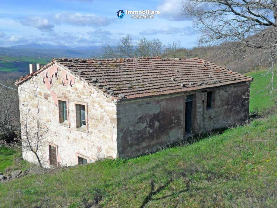 Stone country house for sale in Pietracatella, Molise
