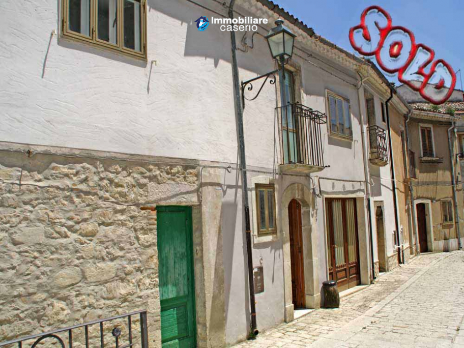 Habitable town house for sale in Castelbottaccio, Molise