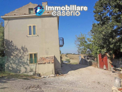 Country house for sale with land surrounded by Abruzzo's hills 2