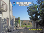 Country house for sale with land surrounded by Abruzzo's hills 3