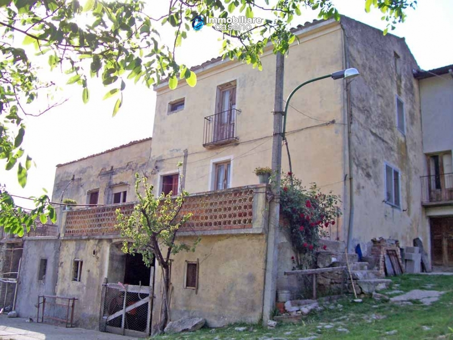 Rustic farmhouse for sale in Torricella Peligna