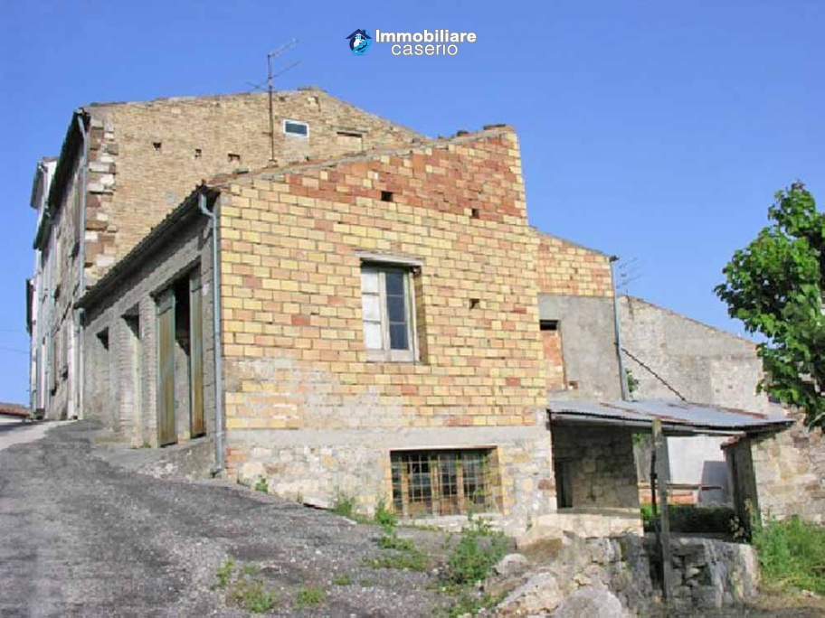 House to be restored with garden for sale in Abruzzo, Italy