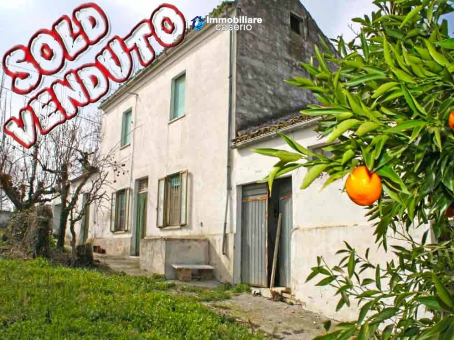 Cottage habitable with land for sale in Scerni, Abruzzo, Italy