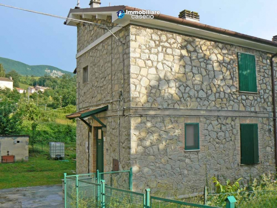 Stone cottage for sale with garden in the green village of Sant'Angelo del Pesco