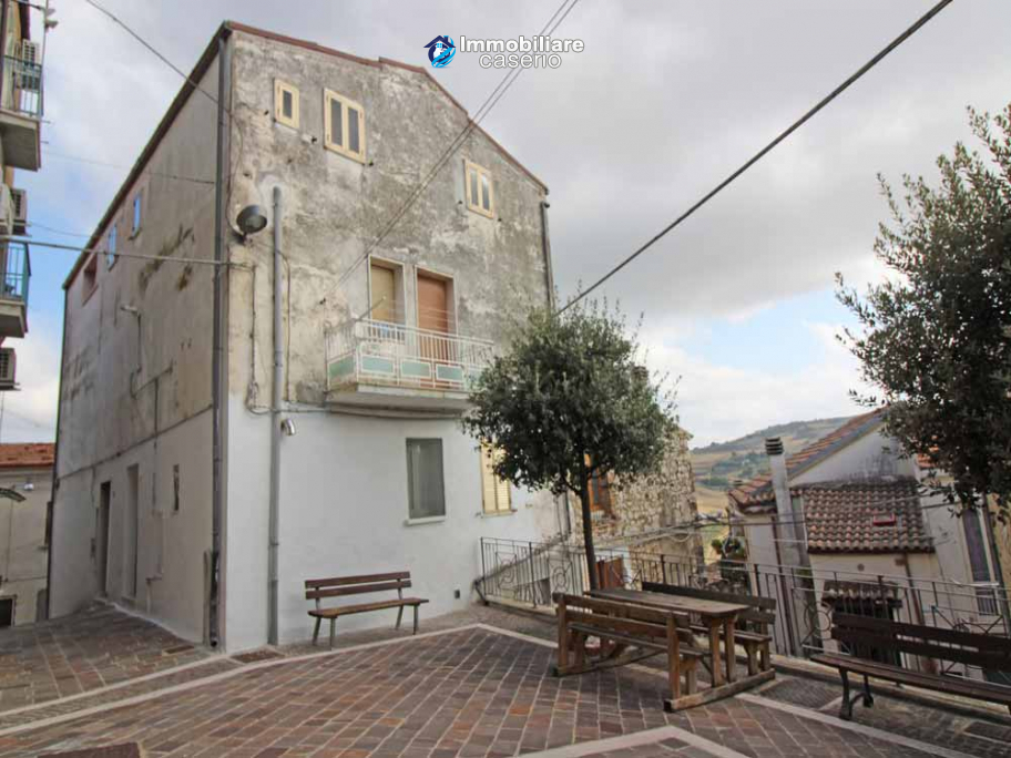 House in the village area with hilltop views for sale in Montenero di Bisaccia, Italy