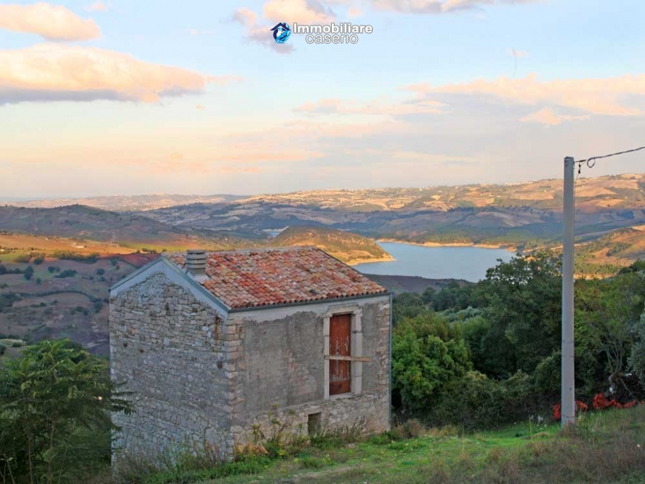Stone cottage with lake view for sale in the Liscione Guardialfiera, Molise, Italy