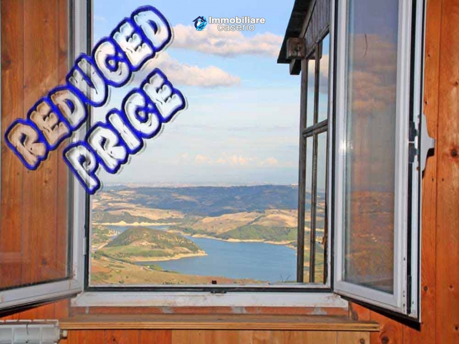 House with planning permission with a view of the lake and the sea for sale in Italy
