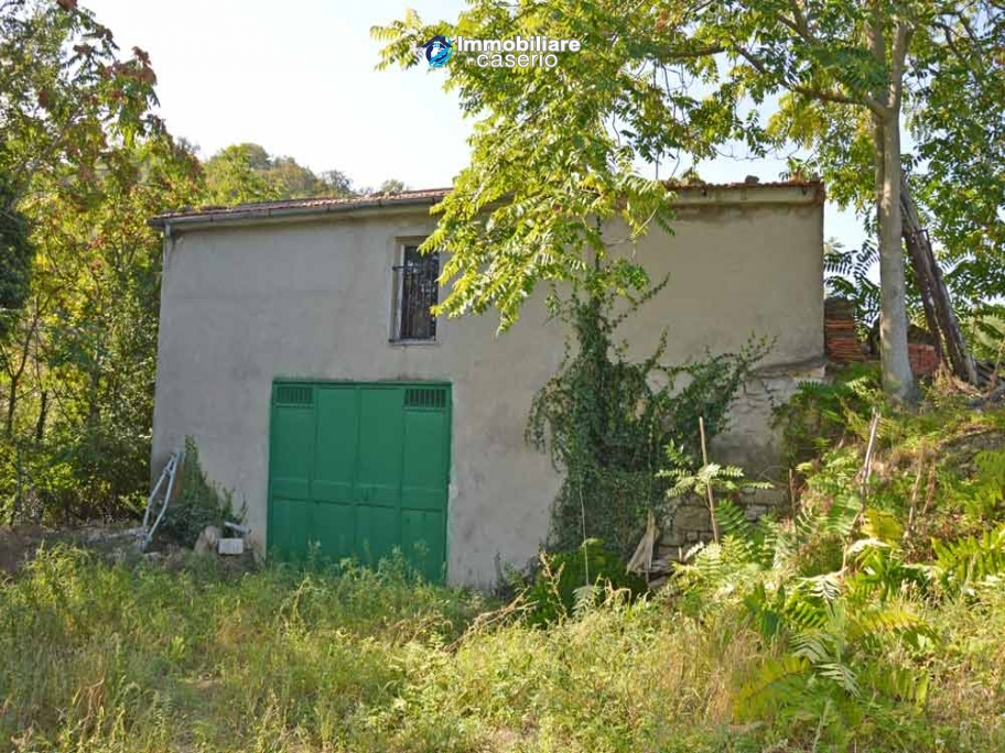 Cottage with land for sale in Casacalenda, Molise