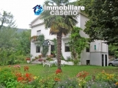 Farmhouse with land and lake for sale in Casoli, Chieti, Abruzzo 1