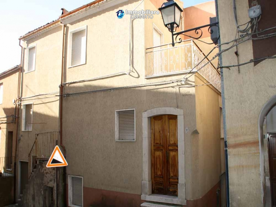 Habitable town house in very good condition for sale in Castelbottaccio, Molise