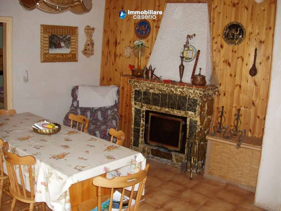 Rustic town house habitable and with garden and outbuilding for sale Isernia-Molise