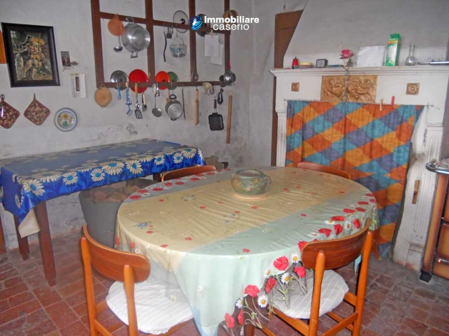 Historical building  with garden for sale in Colle d'Anchise, Molise, Italy
