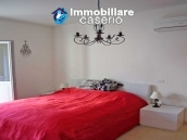 Idyllic town house with lake and mountains views 30km from the sea in Abruzzo 13
