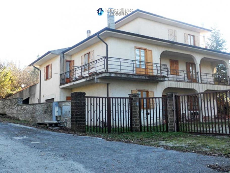 Villa with land for sale near the center of Campobasso, Molise