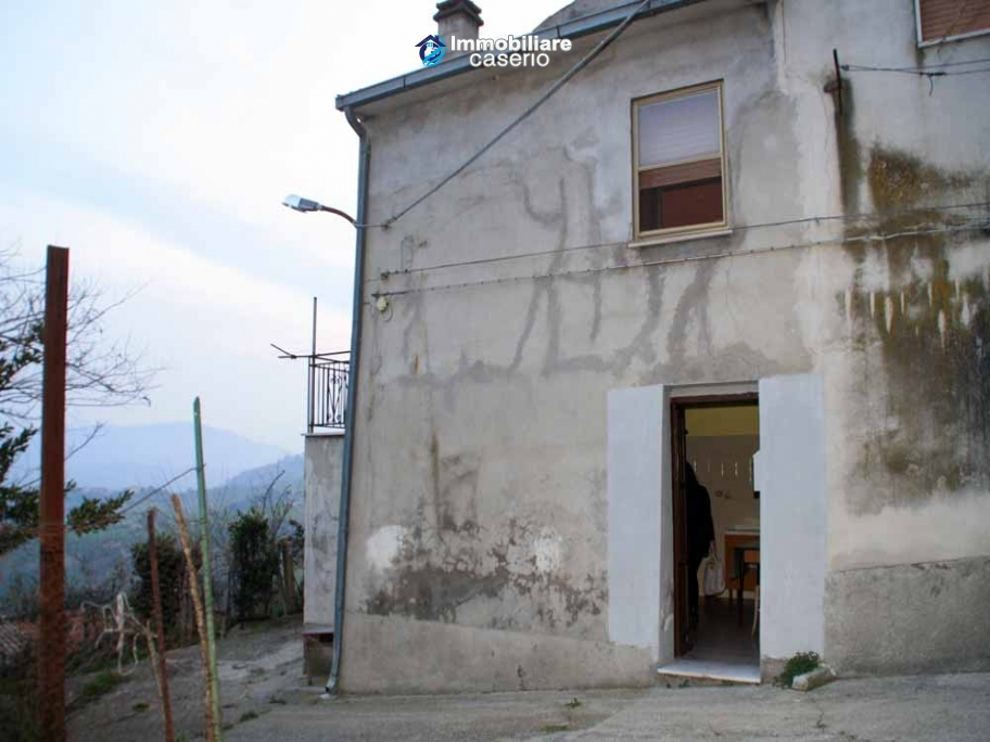 Detached habitable house in the center of an ancient village for sale in Abruzzo