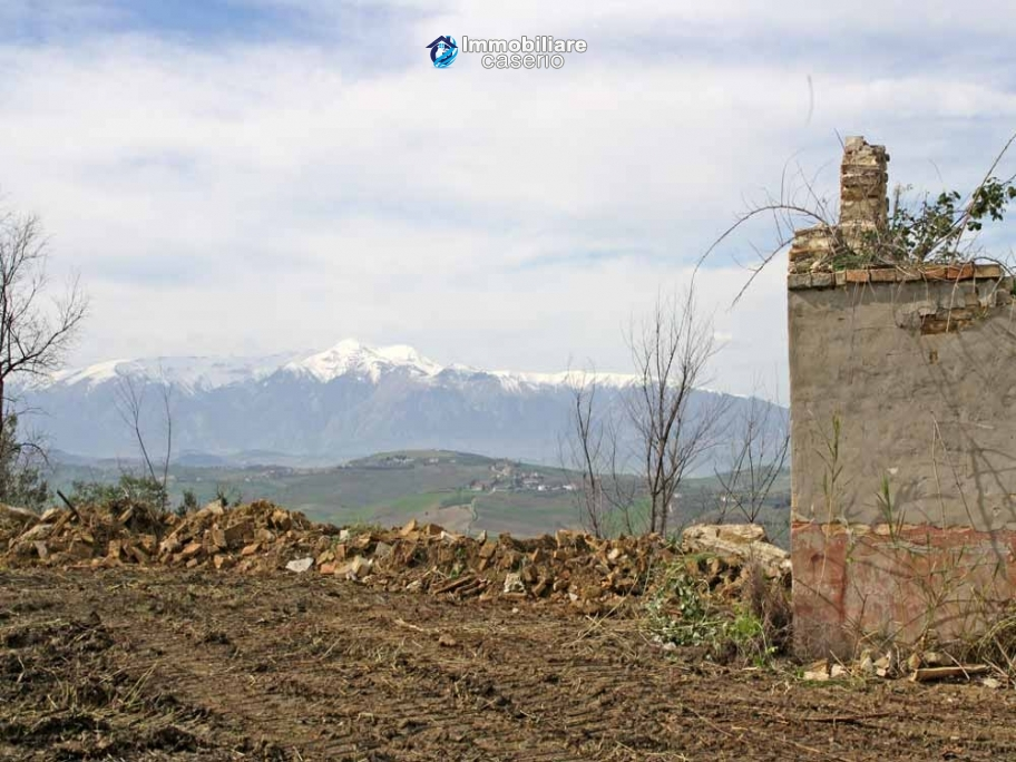 Land with possibility to build with sea view for sale in Italy - village Pollutri