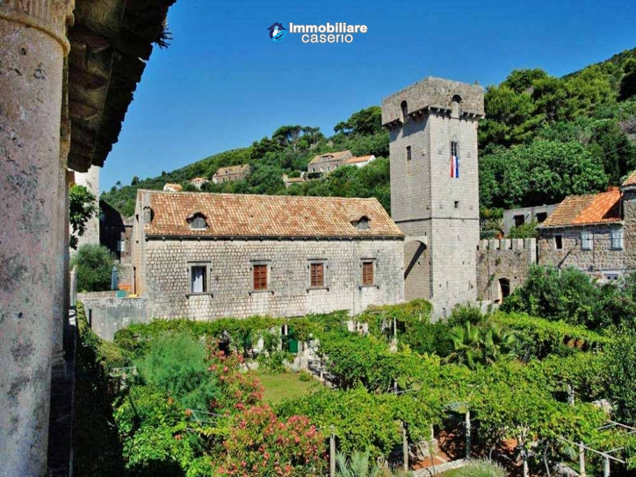 Castle habitable and in very good condition for sale in Dubrovnick, Croatia