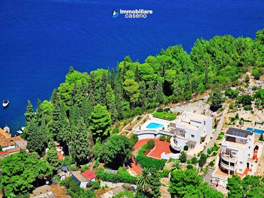 Villa with swimming pool for sale in Dubrovnick, Croatia