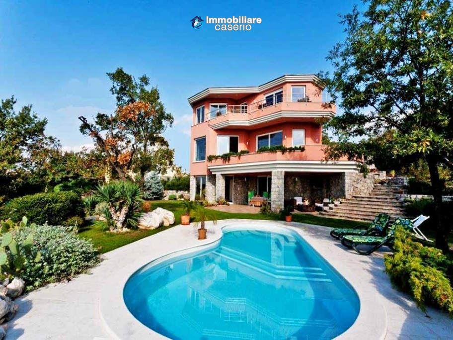 Villa with swimming pool for sale with furniture in Rejeka, Croatia