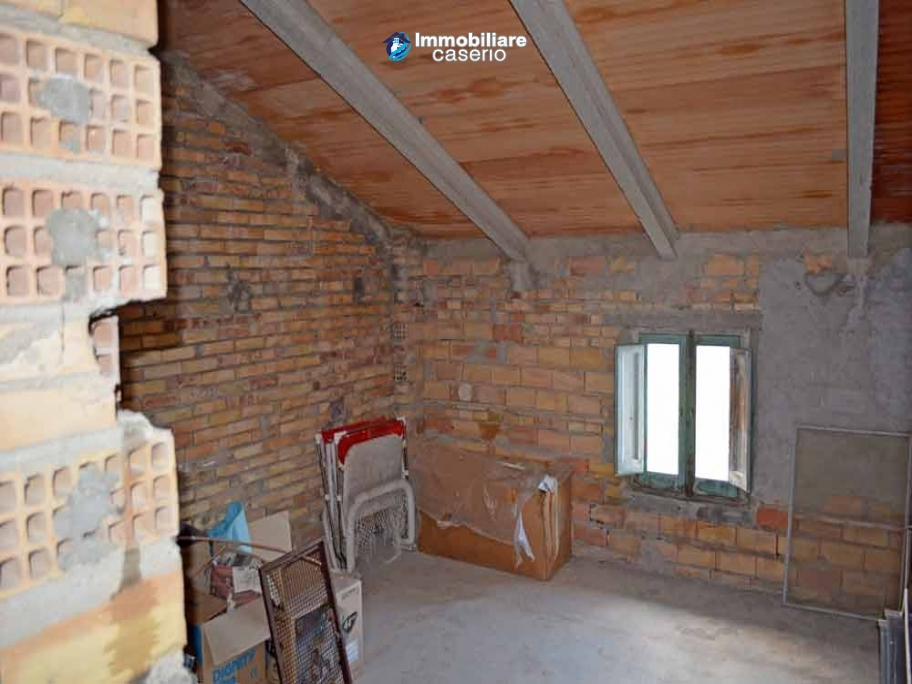 Casa rurale abitabile in vendita con 2 ettari di terreno a for Piani di casa rurale