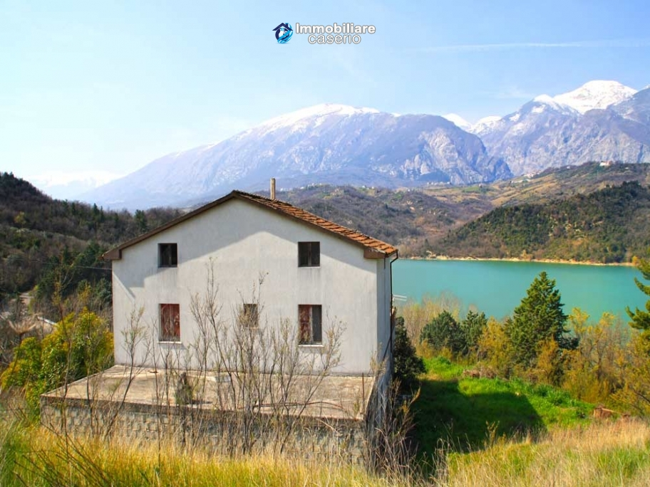 House for sale casoli or sant angelo lake view chieti for Lake house in italian